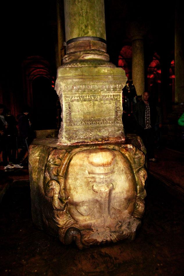 istanbul basilica cistern medusa