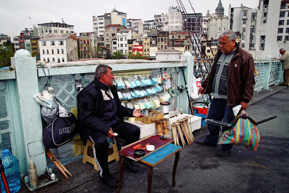 istanbul galata bridge fisherman 1