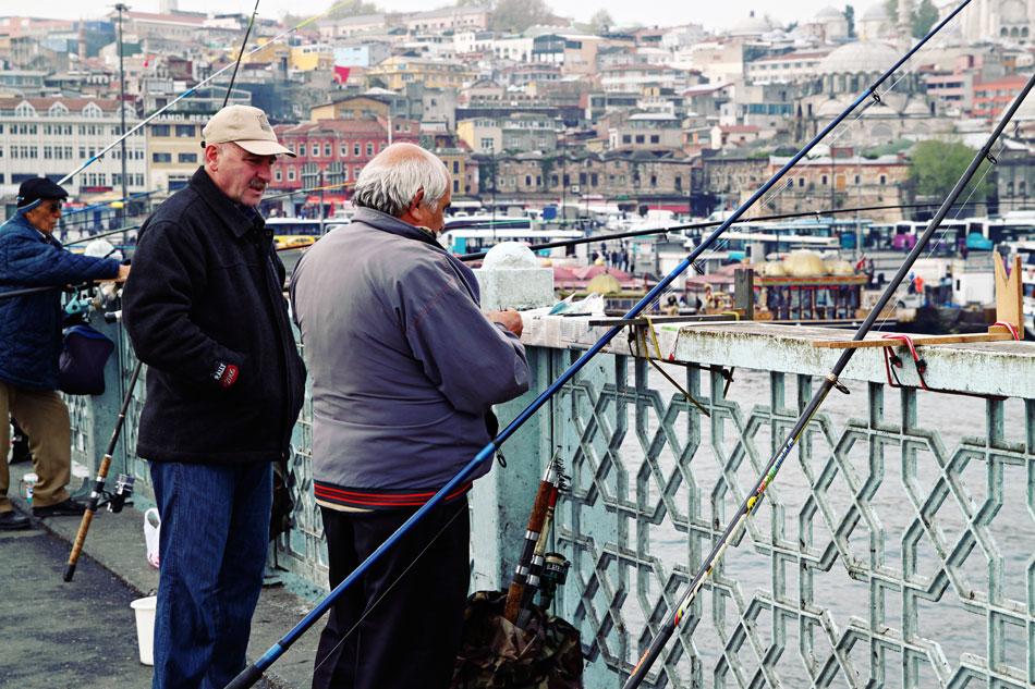 istanbul galata bridge fisherman 2