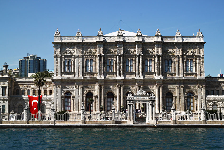 istanbul bosphorus dolmabahce palace