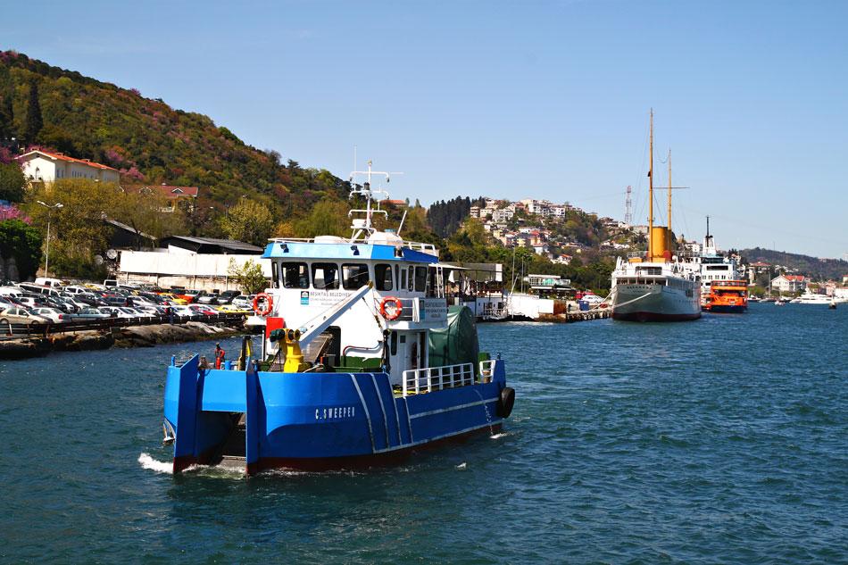 istanbul bosphorus tugboat